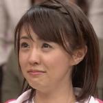 泣き出しそうなフリーアナウンサーの小林麻耶