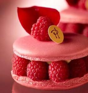 ホワイトデー 本命 お返し ランキング アクセサリー スイーツ ピエール・エルメ・パリ ピンクのイスパハン