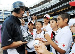 清宮幸太郎さんを含むリトルリーグ世界選手権メンバーとイチロー選手