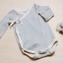 赤ちゃん前開きボディスーツ(紐で縛るタイプ)