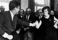 ケネディ元大統領とスペシャルオリンピックスを設立した妹のユニス・ケネディ・シュライバーさん
