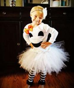 女の子のかわいいハロウィン仮装(白スカート)
