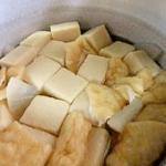お雑煮の具材の豆腐と油揚げ