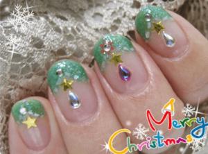 クリスマスツリーのネイルアートデザイン3