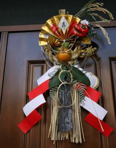自宅に飾った正月飾りの注連飾り(しめかざり)