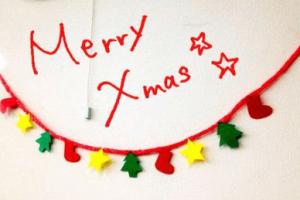 フェルトで手作りしたクリスマスパーティーの飾り付け