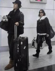 東京行きの新幹線を降りた直後の勝地涼と戸田恵梨香