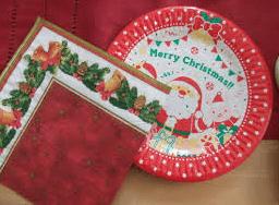 100均で購入できるクリスマスパーティー用のお皿