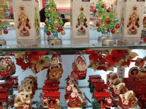 100均で購入できるサンタクロースやクリスマスツリーの置物