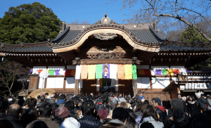初詣東京おすすめ神社人気ランキング第8位の深大寺の初詣の様子
