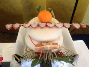 みかんや干し柿が飾ってある鏡餅