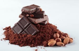 チョコレートやアーモンドやココアパウダー