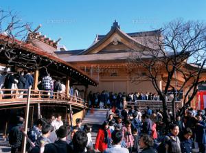 初詣東京おすすめ神社人気ランキング第6位の湯島天神の初詣の様子
